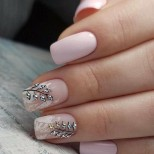 бледо розово с листа
