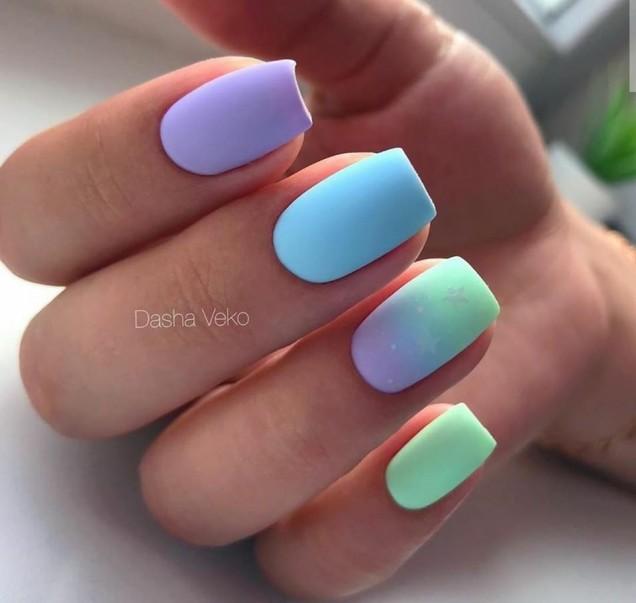млечни цветове маникюр.jpg