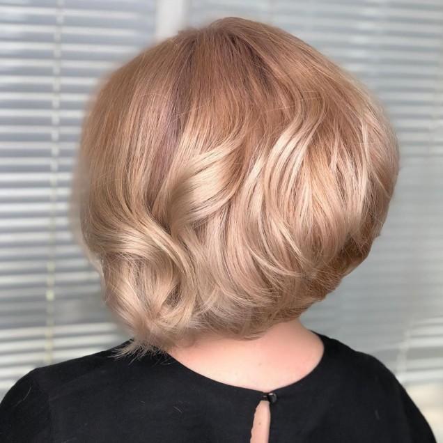 Прически за средно дълга коса с бретон