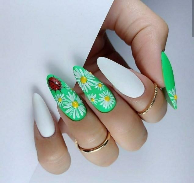 остри нокти с маргаритки.jpg