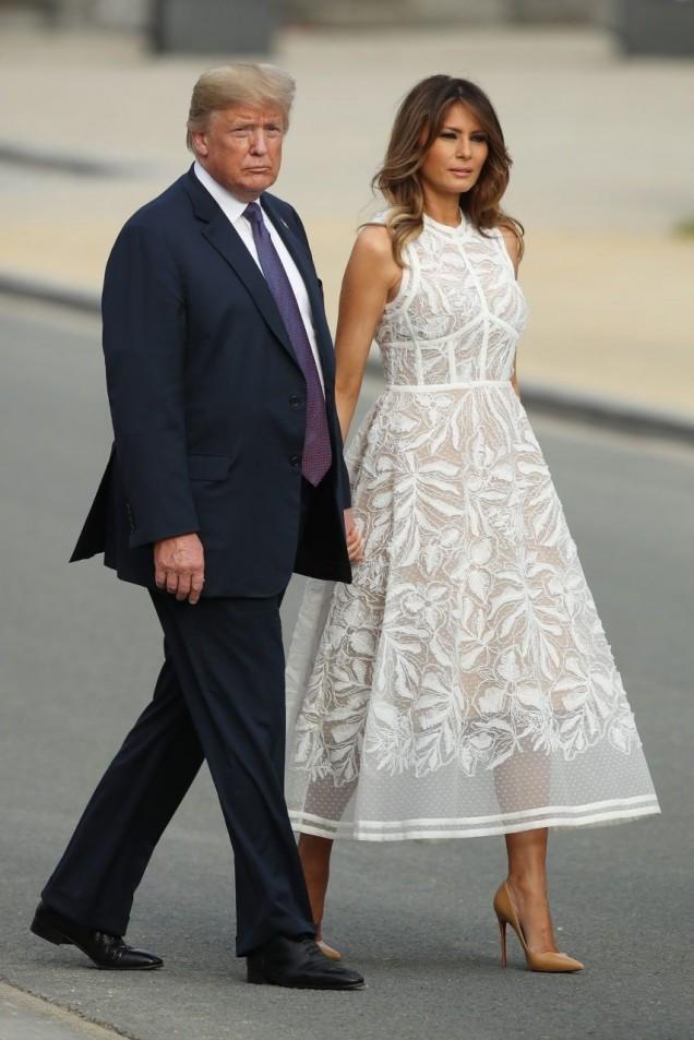 Мелания красива бяла рокля