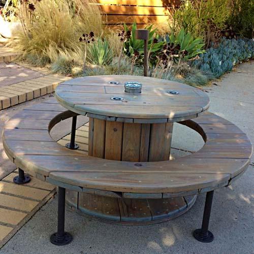 оригинална мебел за двора