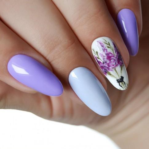 лилав с цветя маникюр