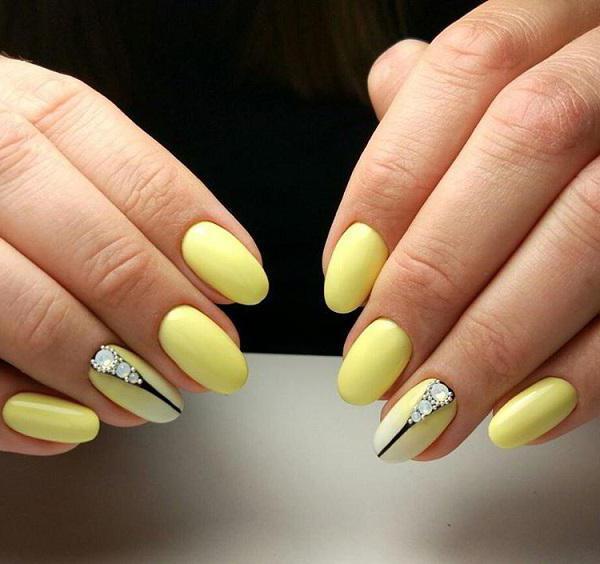 шик маникюр в жълто