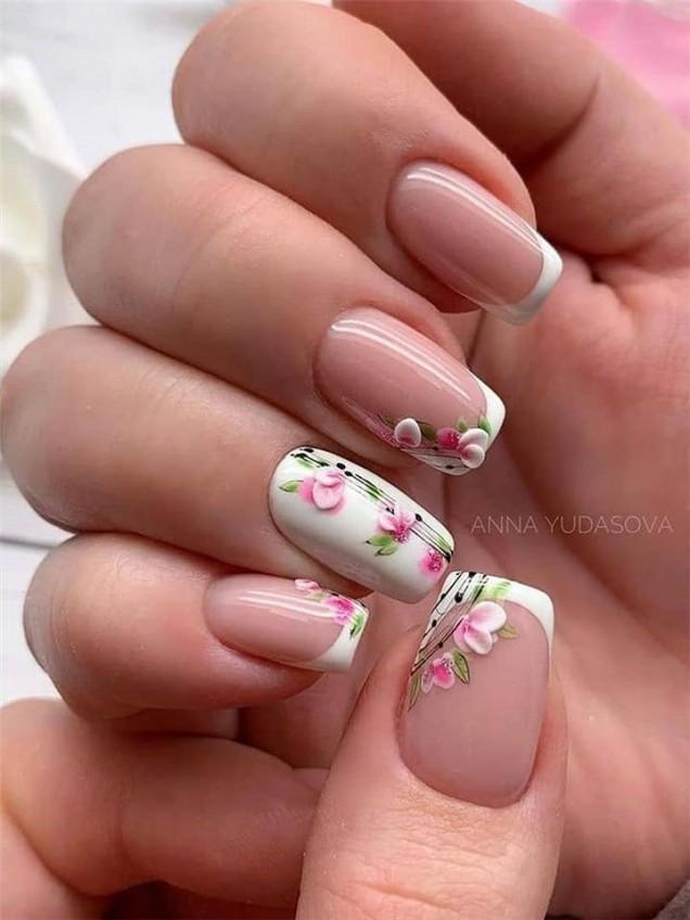френски с бяло цвете