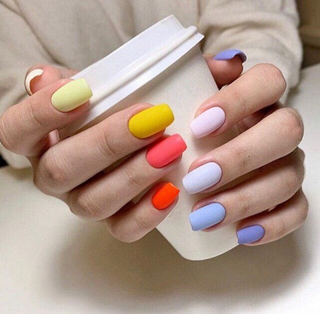 маникюр различни цветове