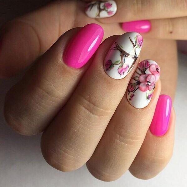 розови нокти с цветя