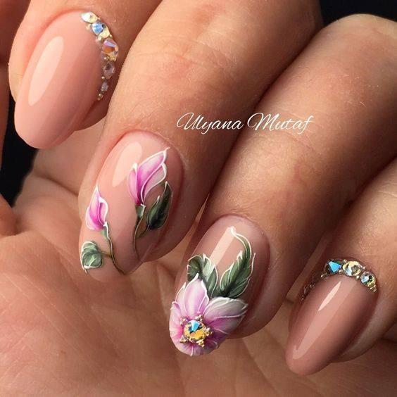 розов маникюр с цветя.jpg