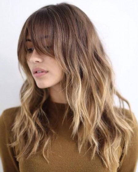 чуплива коса скосен бретон