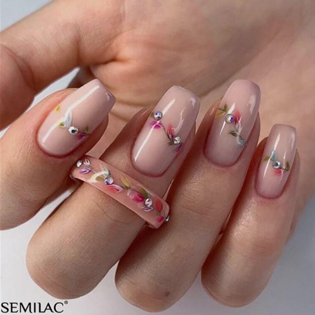 маникюр с цветя квадратни нокти