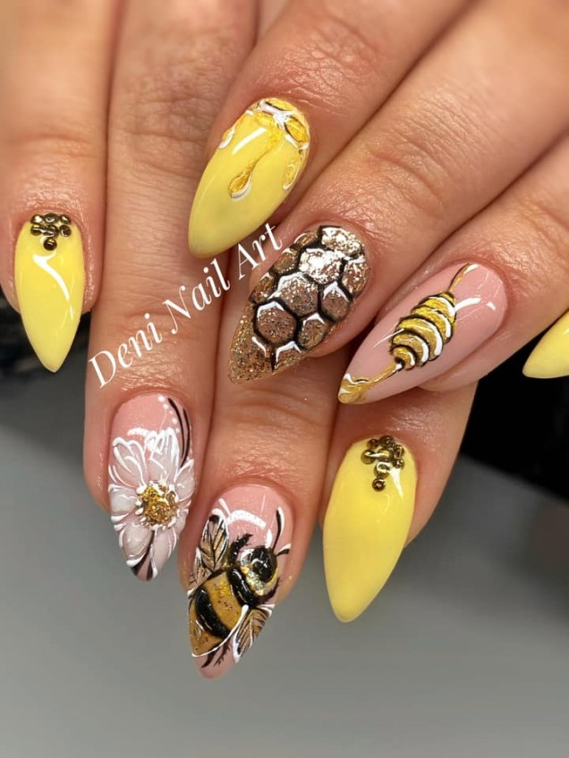 жълт маникюр с пчелички.jpg
