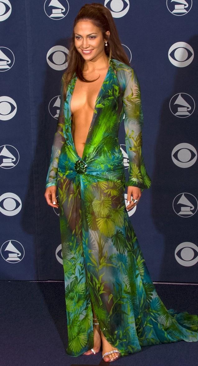 Дженифър Лопес разголена рокля