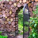 ограда с природни материали