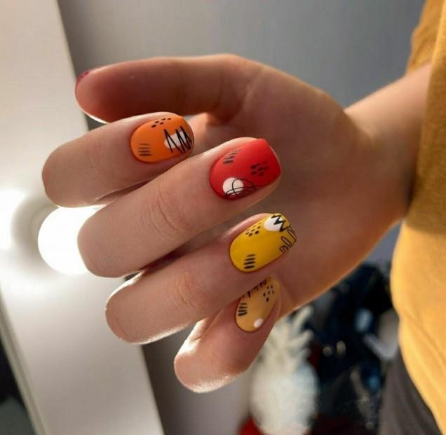 маникюр в слънчеви цветове
