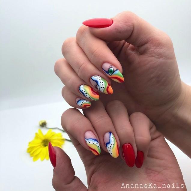 червени нокти