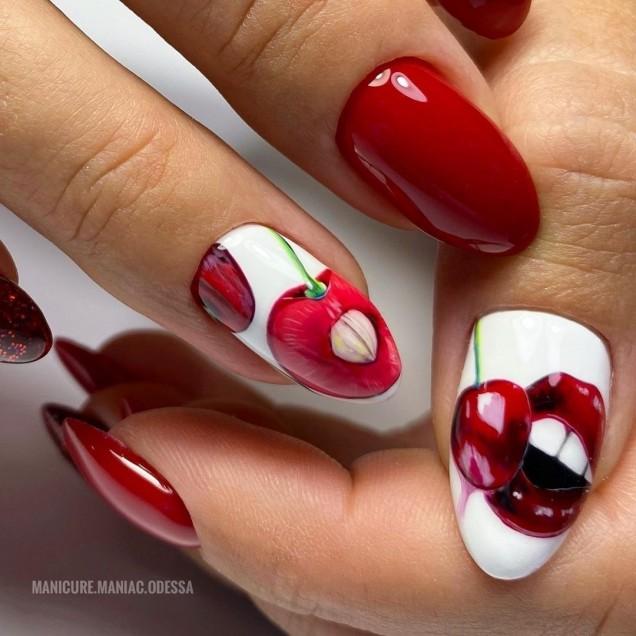 маникюр с ягодки