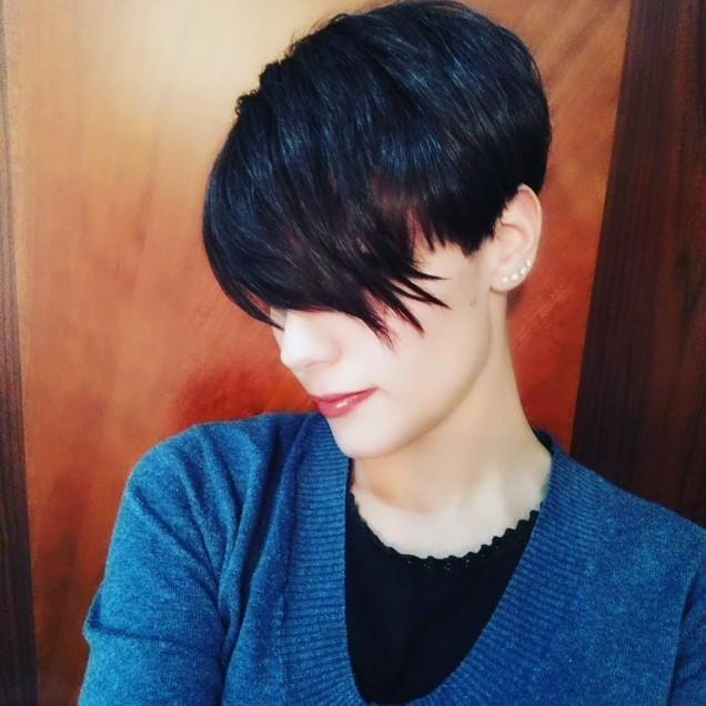 Прически с асиметричен бретон
