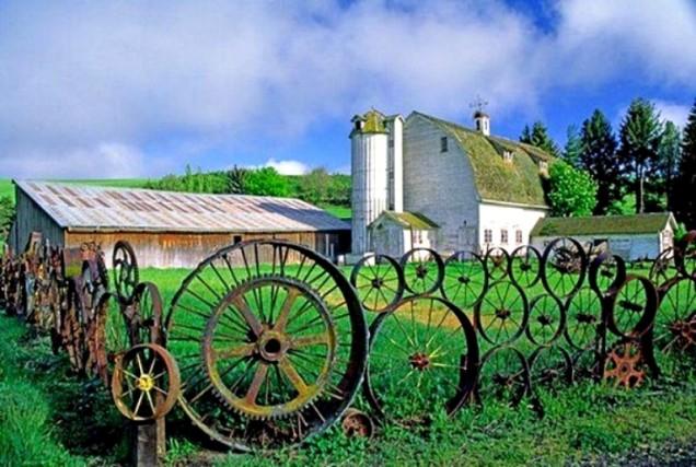 ограда от стари колелета