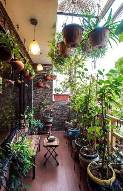 цветен оазис на балкона