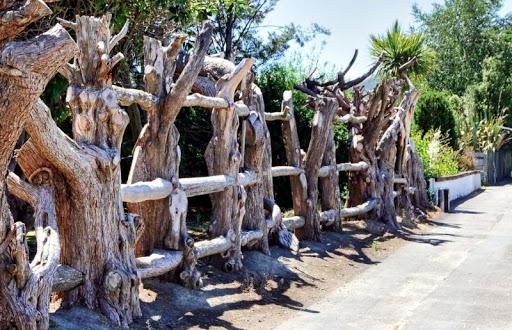 ограда от естествено дърво