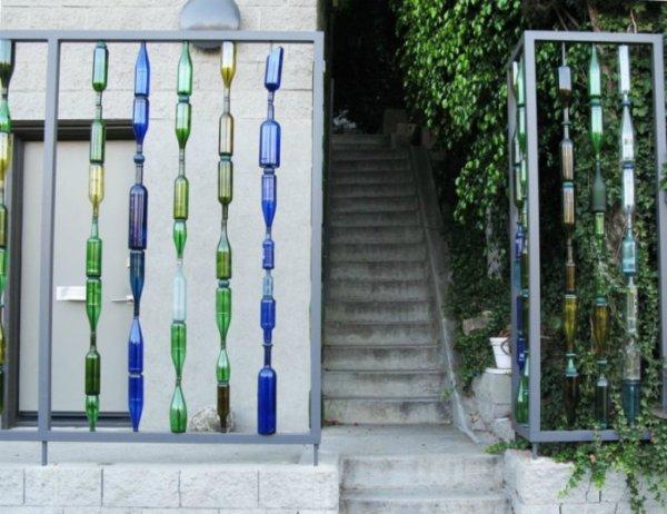 ограда от стъклени бутилки