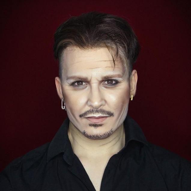 Алексис Стоун като Джони Деп