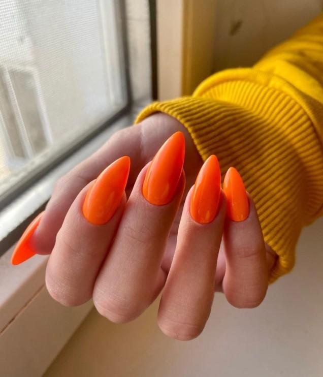 красив оранжев маникюр