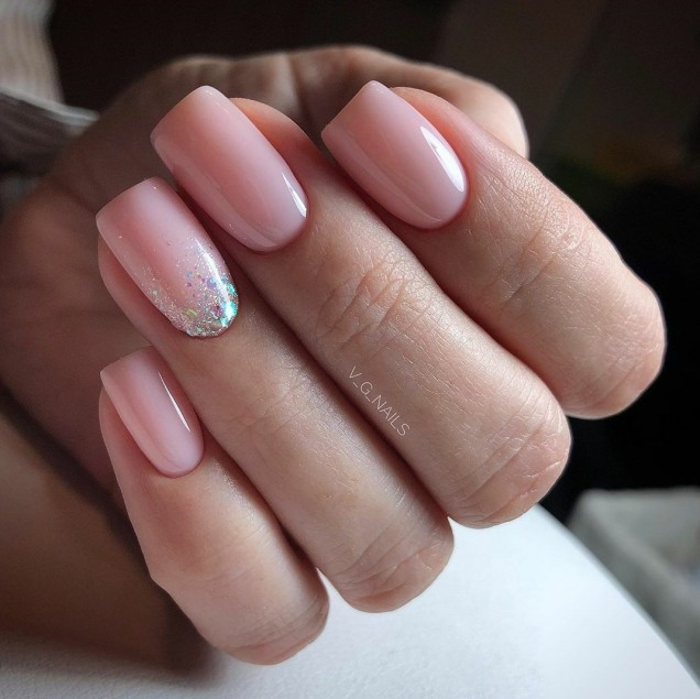 розов маникюр къси нокти.jpg