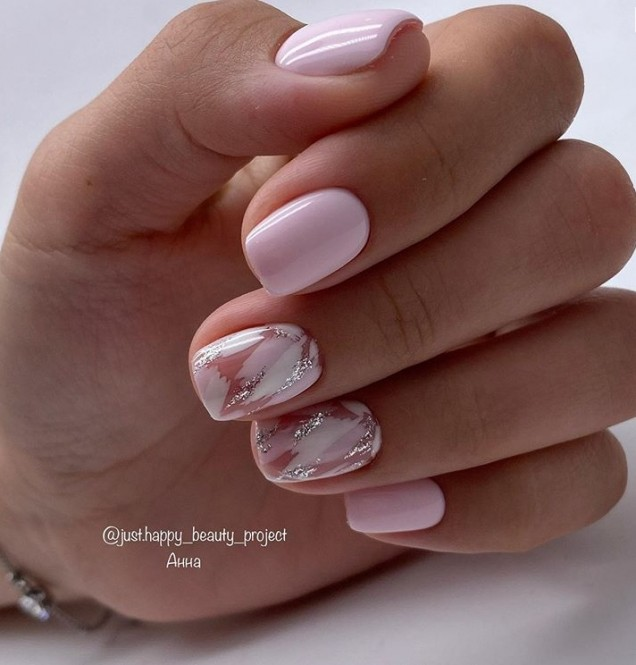 розови нокти къси 2020