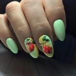 зелен маникюр с плодове
