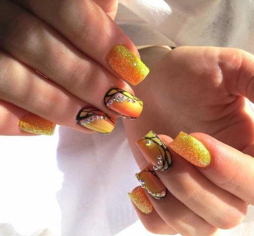 жълт есенен маникюр къси нокти