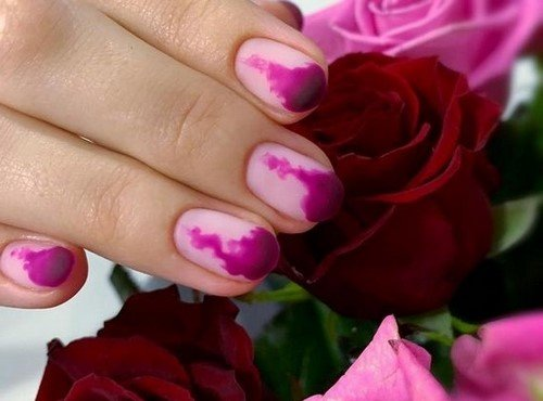 разкошен градиентен дизайн на ноктите и ярки нюанси