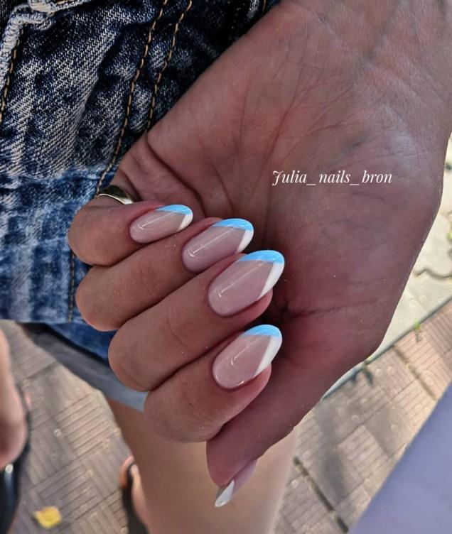 френски маникюр бяло със синьо