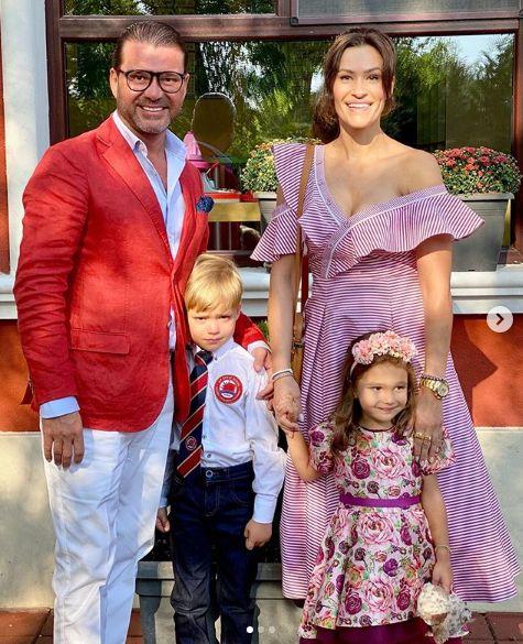 д-р Енчев и Теди Велинова с дъщеря си