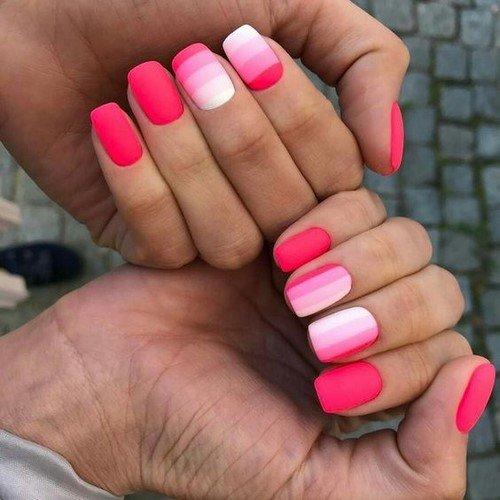 Модните ярки дизайни на ноктите