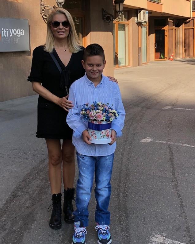 Венета Райкова със сина си