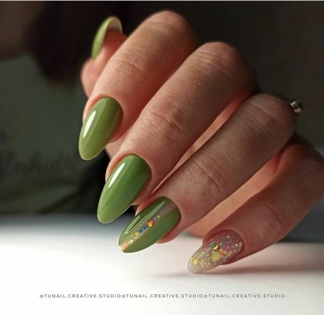 зелен маникюр тревист