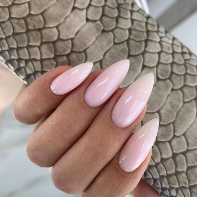нежнорозов маникюр бадемови нокти