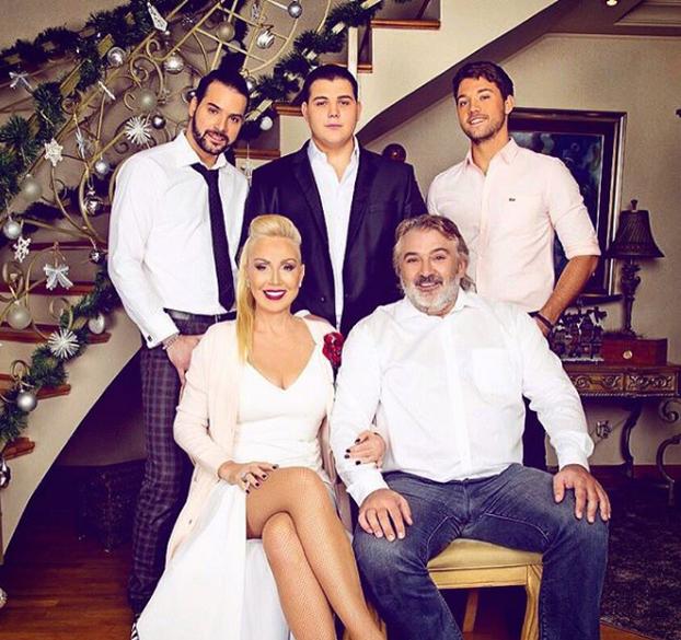 Лепа Брена семейство