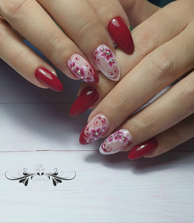 червен с цветя