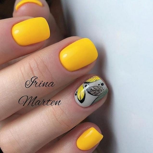 жълт маникюр къси нокти