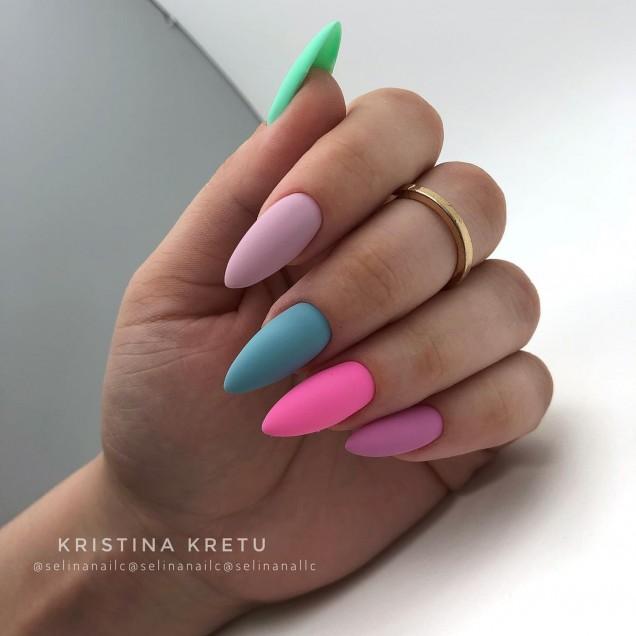 шарен маникюр остри нокти