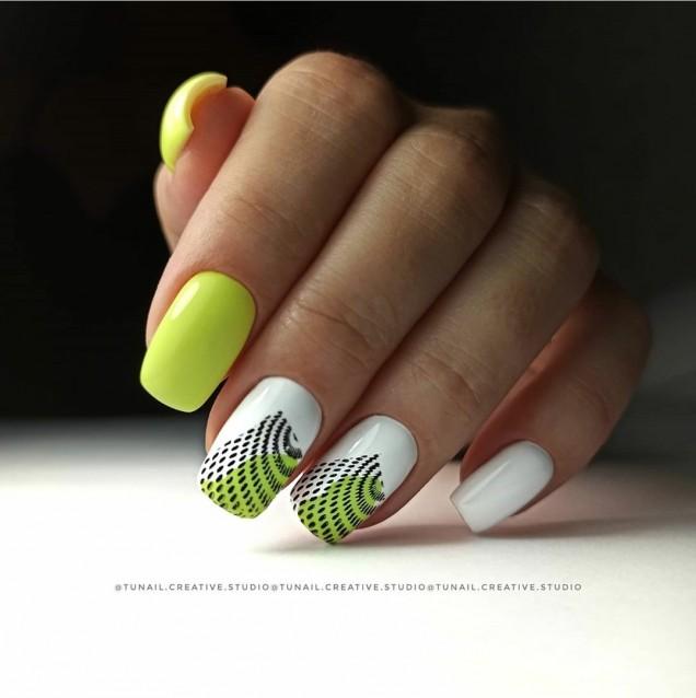 Маникюри в зелено за къси нокти