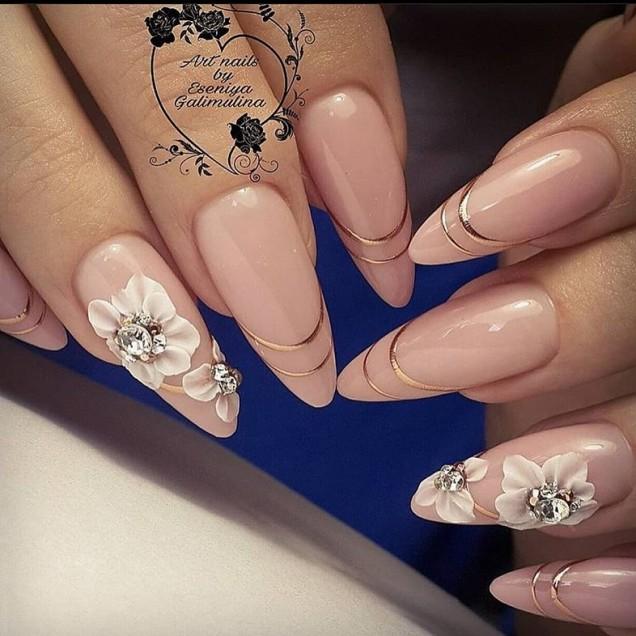 остри нокти с цветя акрил