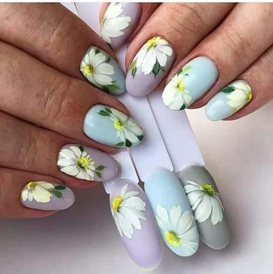 зелени маникюри с цветя.jpg