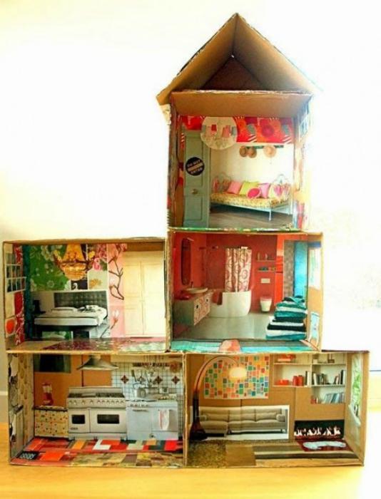 картонена къща за кукли