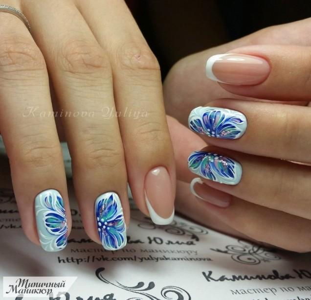 френски със сини цветя