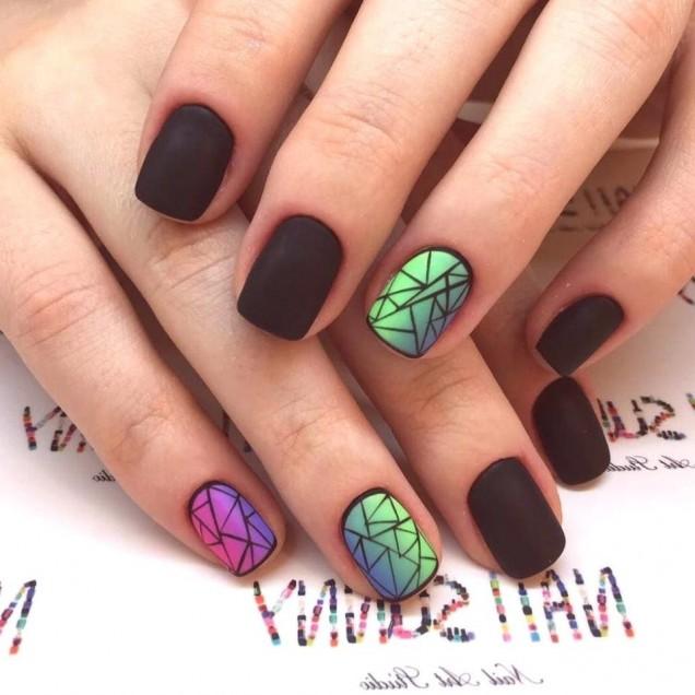къси черни нокти.jpg