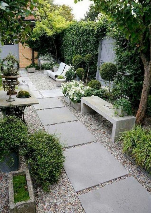 уютен малък двор