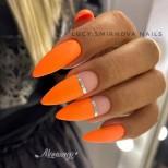 ярък геометричен маникюр оранжево